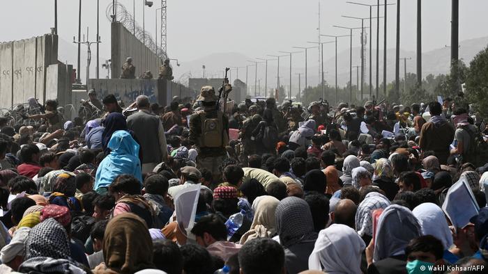 100 ülkeden ortak açıklama: Taliban, Afganların ülke dışına seyahat etmesine izin verecek