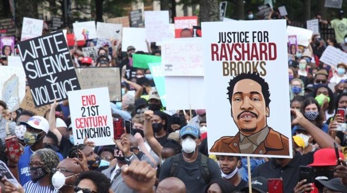 ABD'de 27 yaşındaki siyah Brooks'u öldüren polis kovuldu