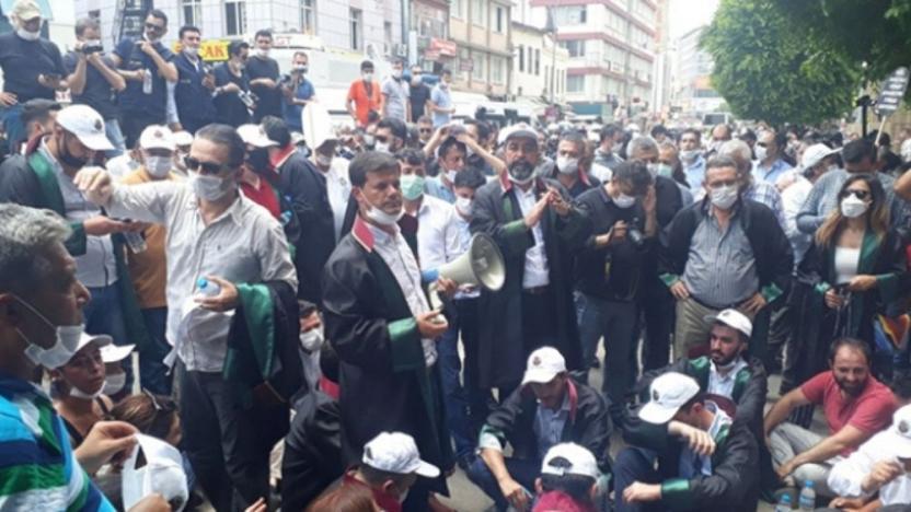 Adana'da avukatların eylemine polis müdahalesi