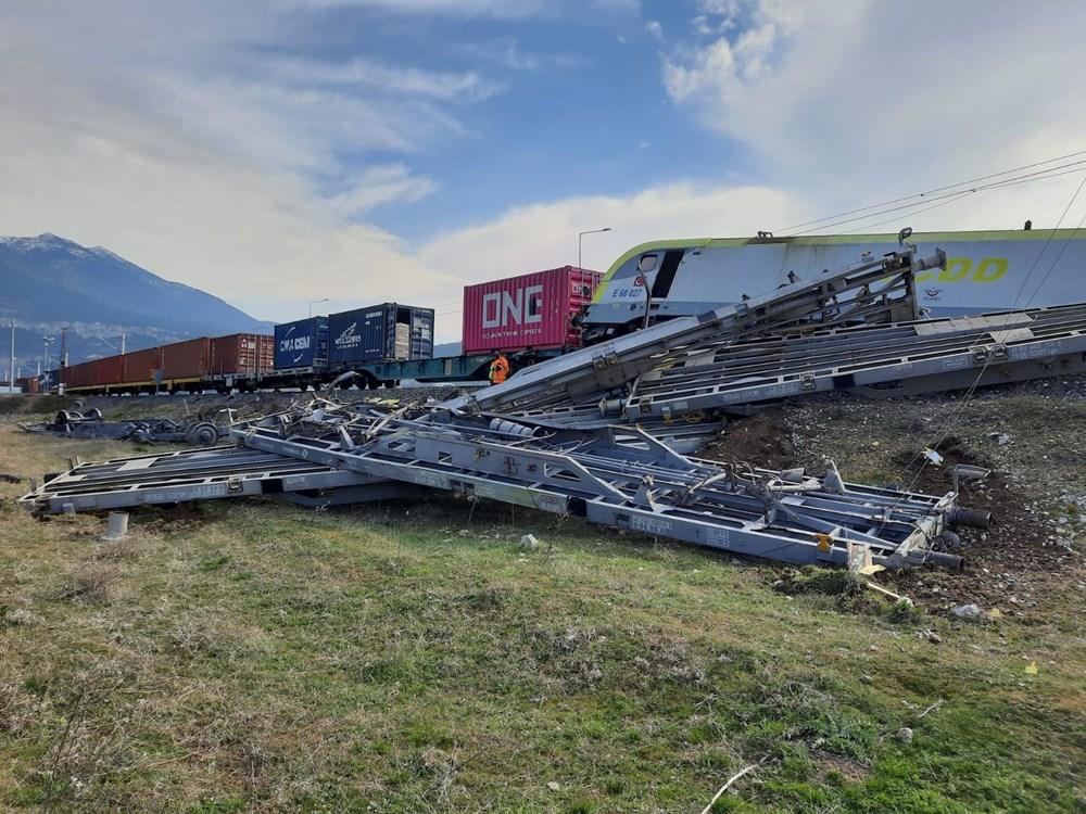 Adana'da enkaz kaldırıldı, tren seferleri yeniden başladı