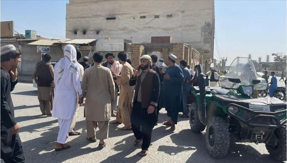 Afganistan'da camiye bombalı saldırı: 62 can kaybı