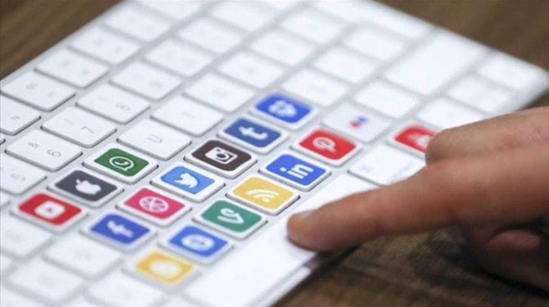AK Parti Grup Başkanvekili Zengin, sosyal medya düzenlemesine ilişkin açıklama yapıyor