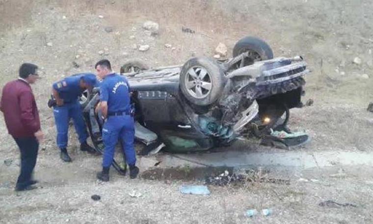AK Parti'li belediye başkanını taşıyan makam aracı şarampole devrildi