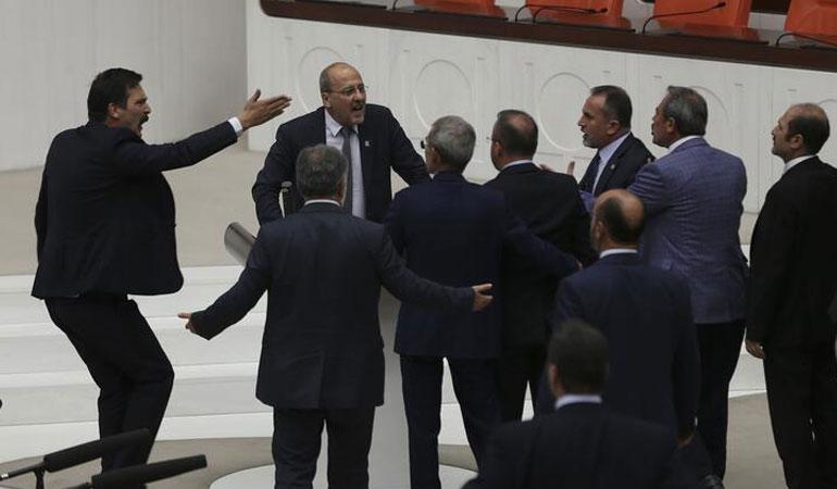 AKP'li vekillerden Erdoğan'a çağrı: Muhalefetin sesini kıs