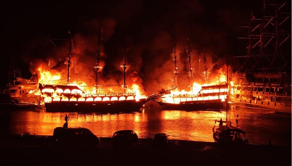 Alanya'da tur teknelerinde yangın