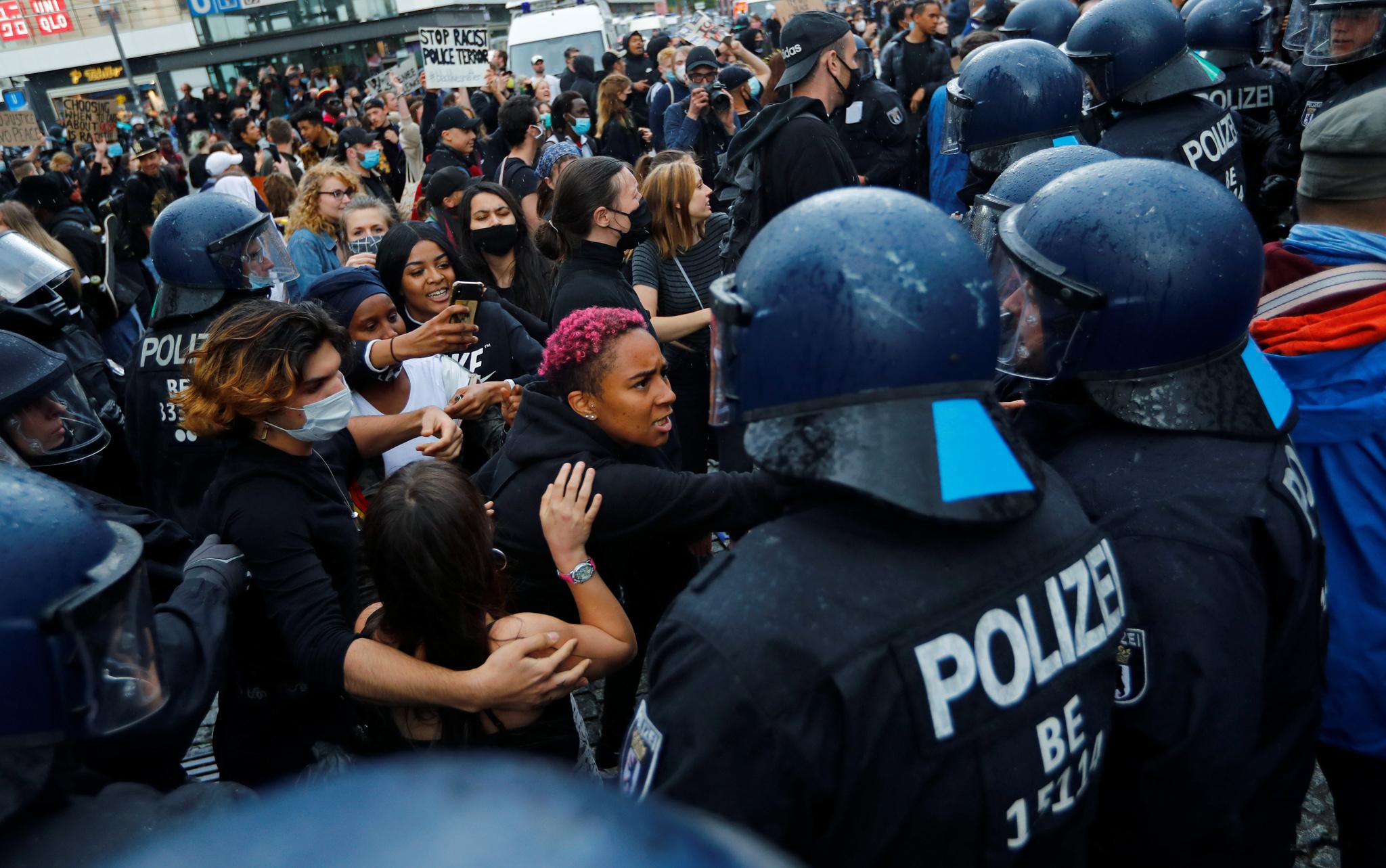 Alman polisinde ırkçılık ve şiddet iddiası