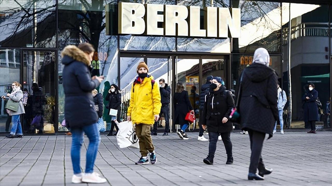 Almanya'da Covid-19 tedbirlerinin süresi uzatıldı