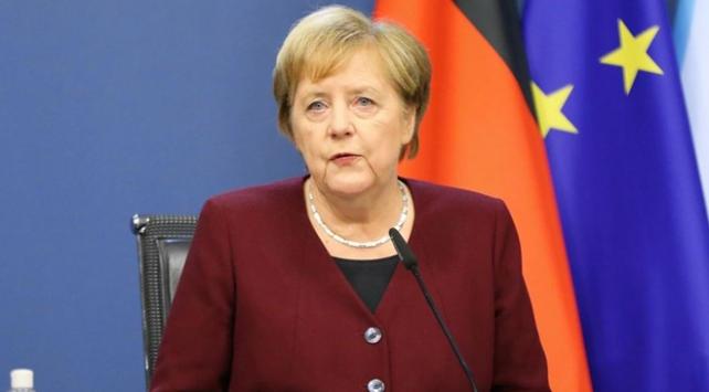 Almanya kısıtlamaları kademeli olarak gevşetiyor