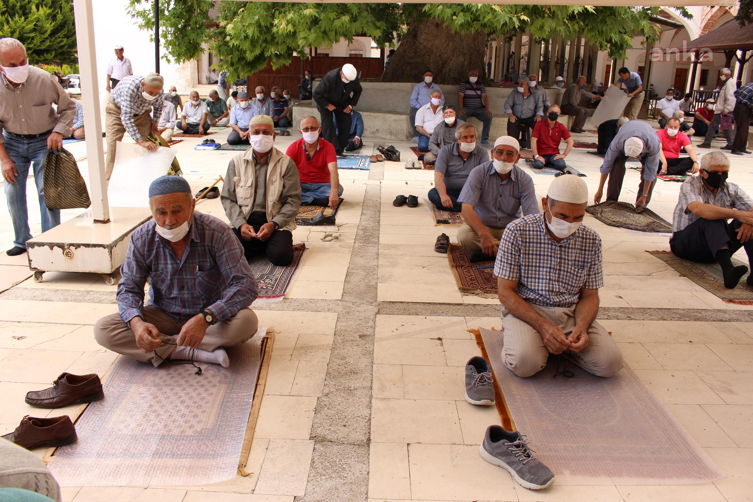 Antalya Büyükşehir Belediyesi 100 bin seccade dağıttı