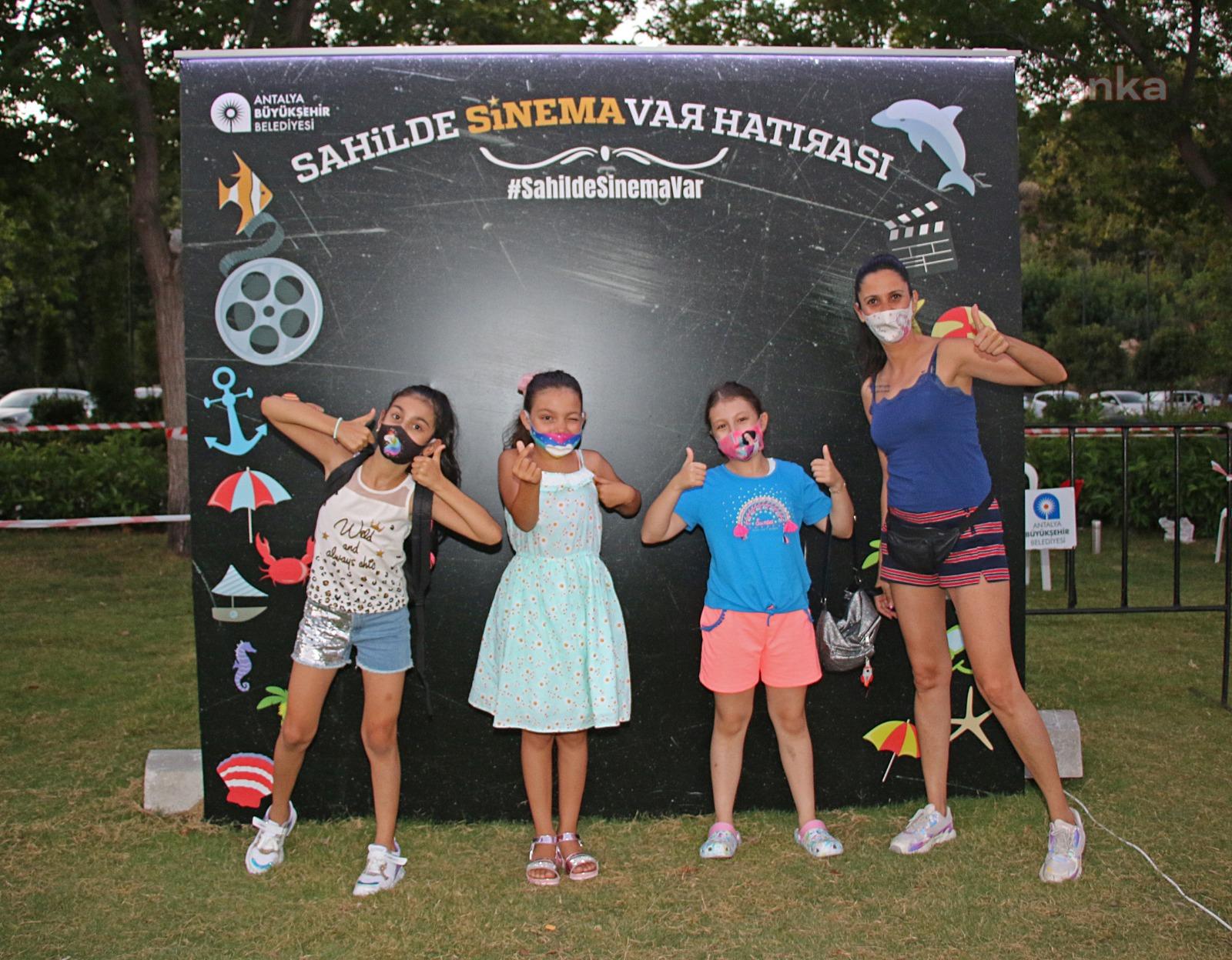 Antalya Büyükşehir'den çocuklara özel sinema keyfi