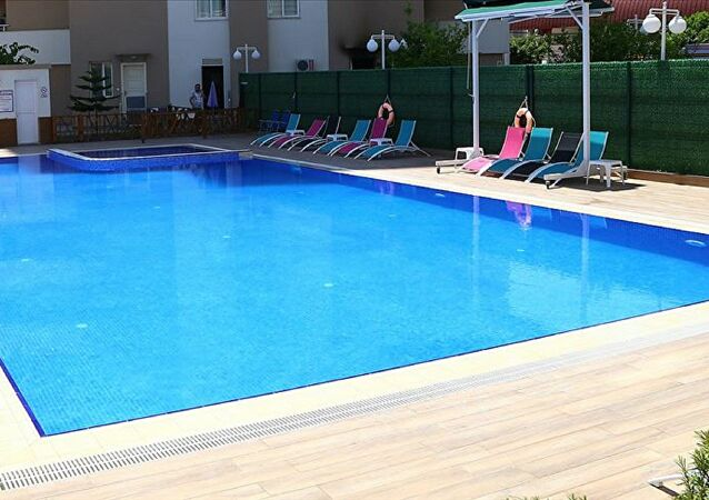 Antalya'da 8 yaşındaki çocuk otel havuzunda boğuldu