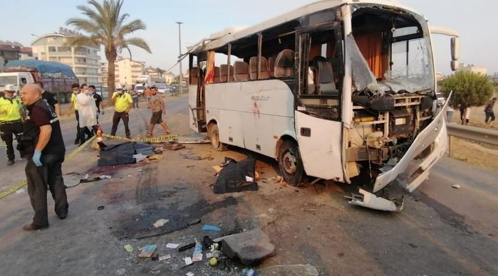 Antalya'da otobüs takla attı: Ölü ve yaralılar var