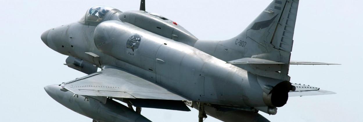 Arjantin'de savaş uçağı düştü, pilot hayatını kaybetti