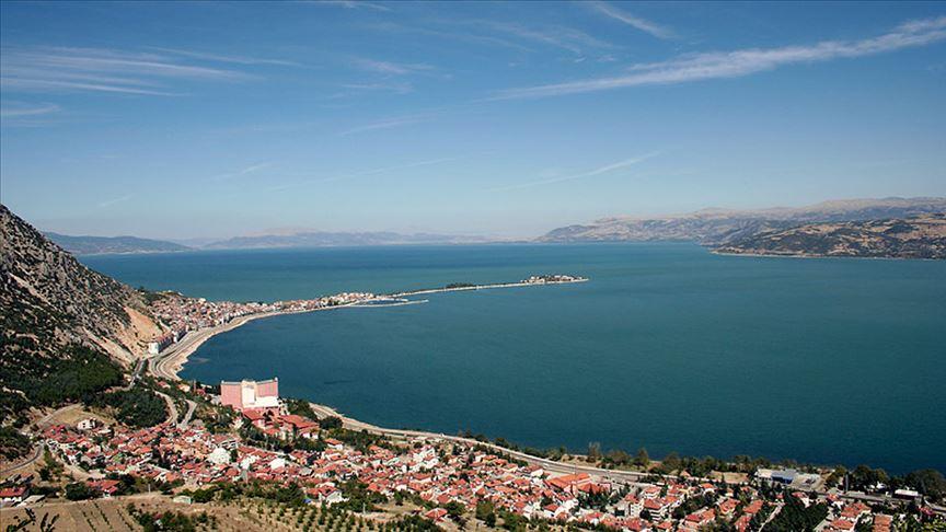 Aşırı su tüketimi nedeniyle Eğirdir gölünde su oranı 3'te 2 azaldı