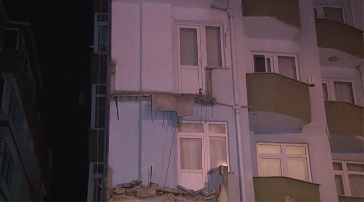 Avcılar'da 7 katlı bir binanın iki balkonu çöktü
