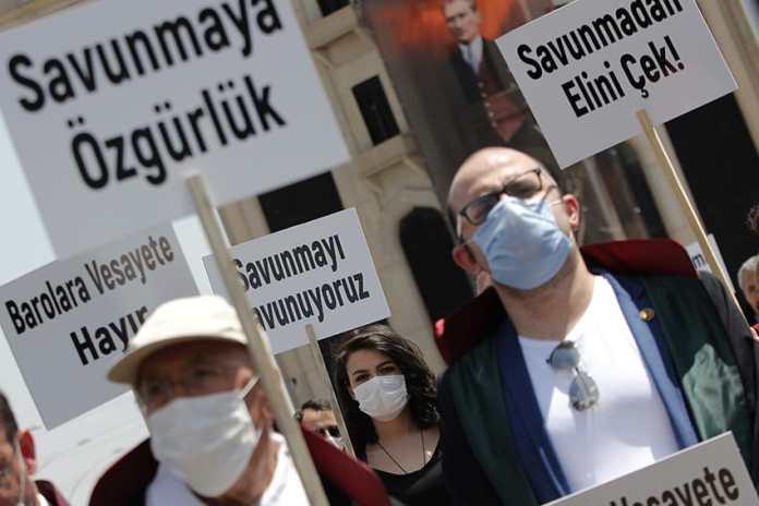 Avukatlar ve baro başkanları Meclis'e yürüyor
