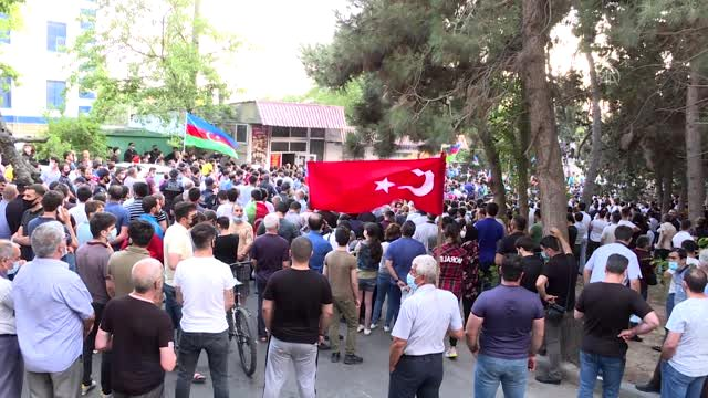 Azerbaycan'da Ermenistan saldırıları protesto edildi