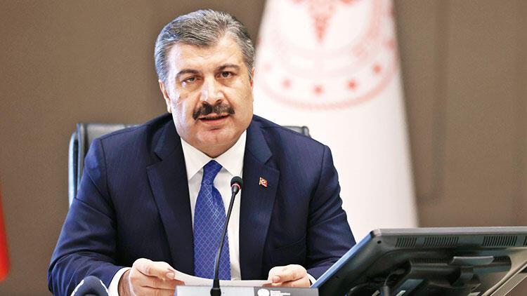 Bakan Koca: Siyasi parti genel başkanlarını aşı olmaya davet ettim