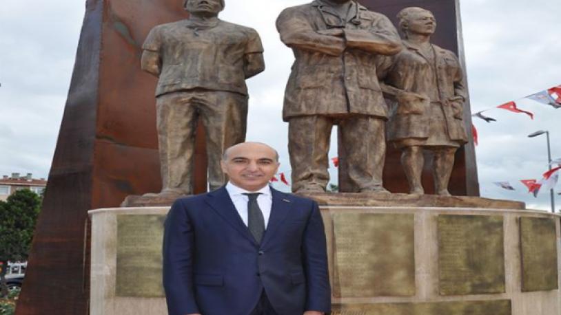 Bakırköy'de sağlık çalışanlarına saygı anıtı