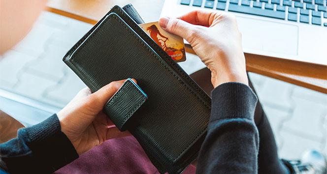 Banka ve kredi kartı ile yapılan harcamalar geçen yılın aynı dönemine göre azaldı