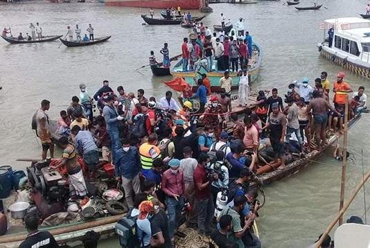 Bengladeş'te feribot battı: 23 ölü