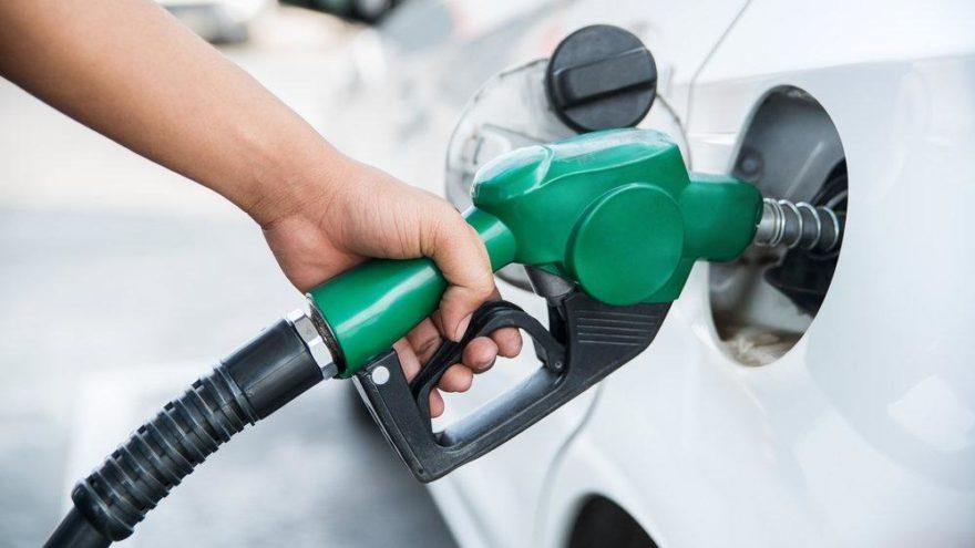 Benzine zam bu geceden itibaren geçerli olacak