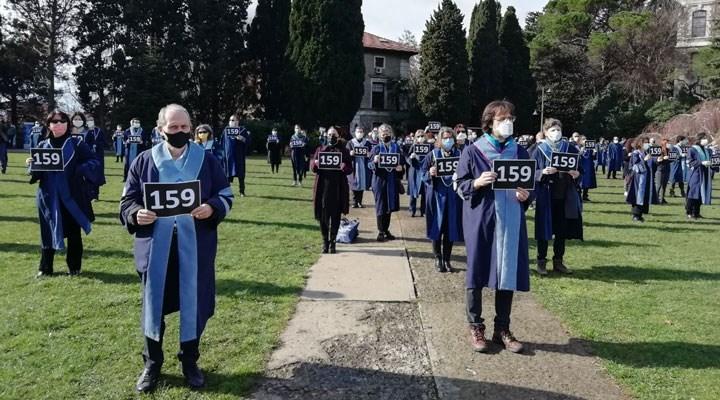 Boğaziçi akademisyenleri, rektörü ve gözaltıları protesto etti
