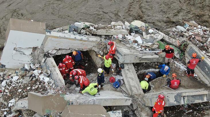 Bozkurt'taki selde yıkılan Ölçer Apartmanı'nın müteahhidi gözaltına alındı