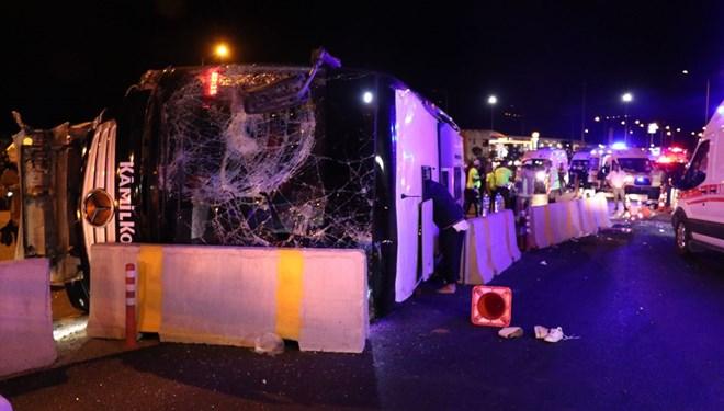 Bursa'da yolcu otobüsü devrildi: 1 ölü, 16 yaralı