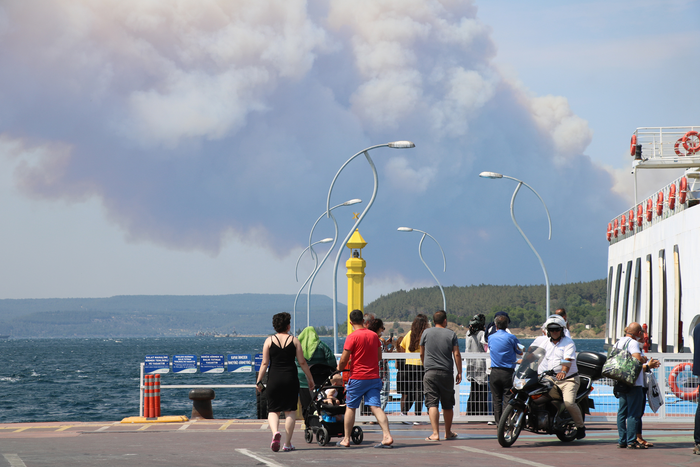 Çanakkale Boğazı yangın nedeniyle kapatıldı