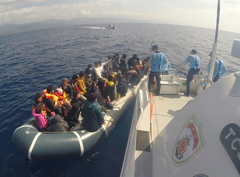 Çanakkale'de 80 kaçak göçmen kurtarıldı
