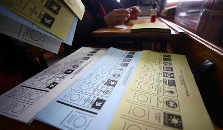 Çarpıcı anket: Oyunu değiştirmeyi düşünen seçmenler arasında ilk sırada AKP ve MHP var