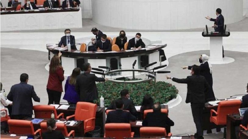 CHP'li Sera Kadıgil'i hedef alan vekile hakaret cezası
