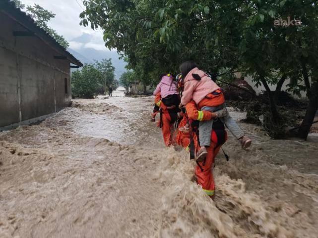 Çin'de sel felaketi 12 can aldı
