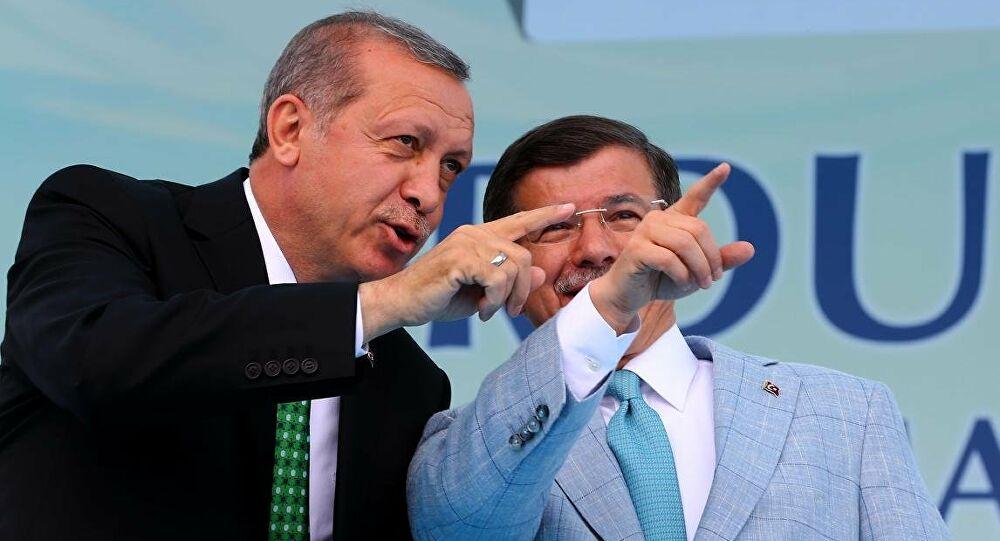 Davutoğlu'ndan Erdoğan'a sert çıkış: İktidar dünyasında sistematik yolsuzluk..