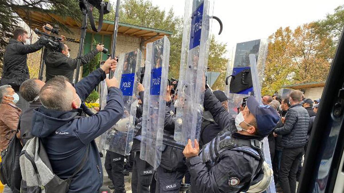 DİSK'in 'Kıdem Tazminatı' eylemine polis müdahalesi