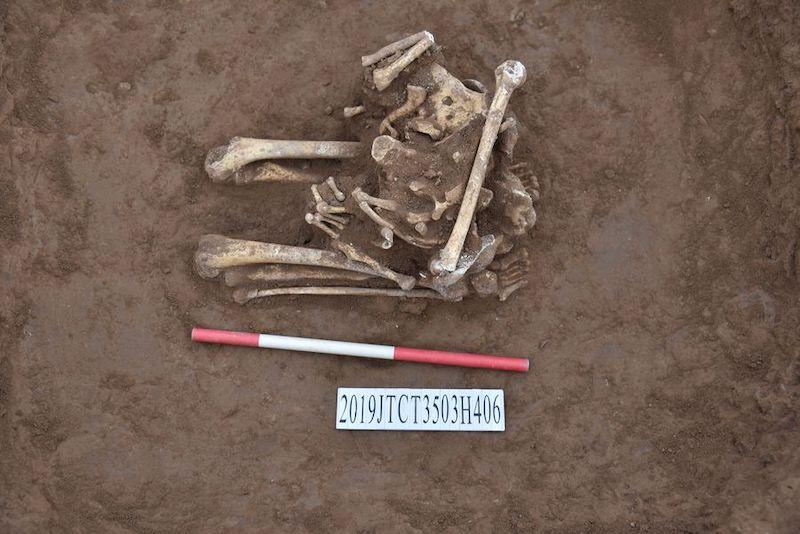 Diz çökerek kafası kesilmiş 3.000 yıllık iskelet bulundu