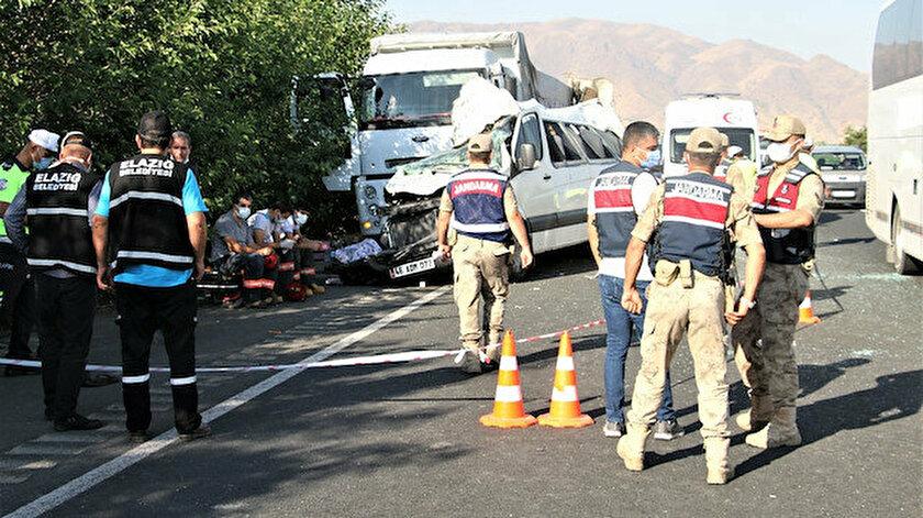 Düğün yolunda feci kaza: 3 ölü, 10 yaralı