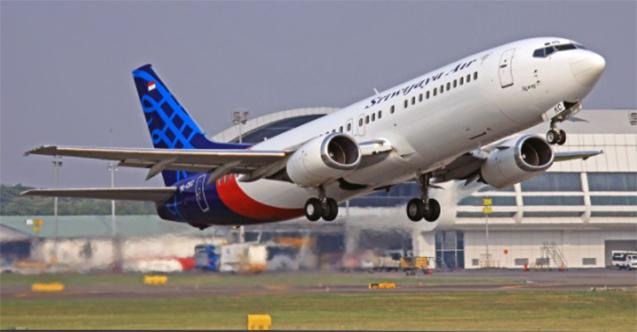 Endonezya'da yolcu uçağı radardan çıktı