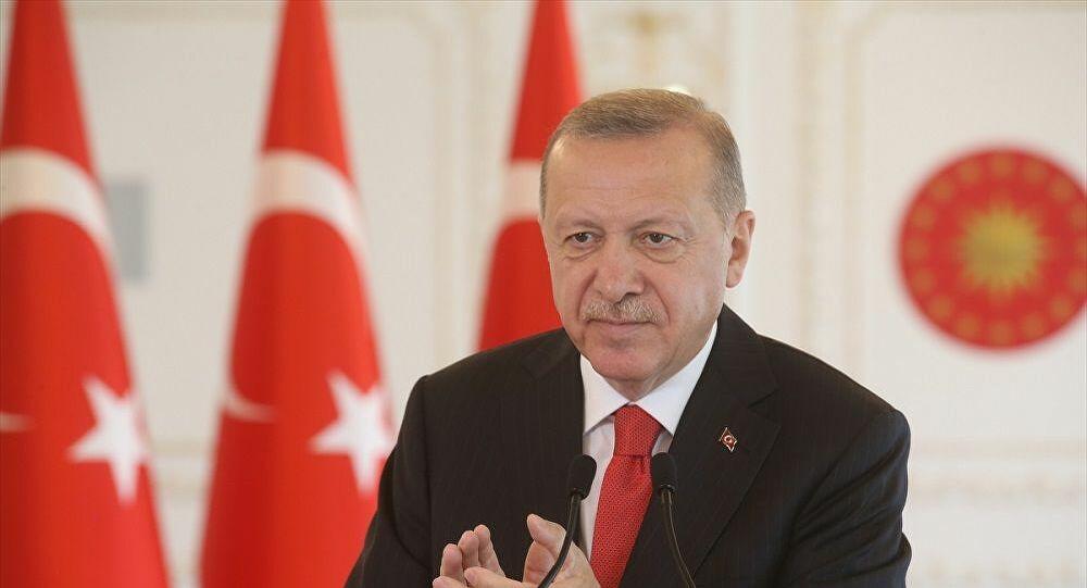 Erdoğan: İhanet şebekelerinin heveslerini kursaklarında bırakmayı sürdüreceğiz