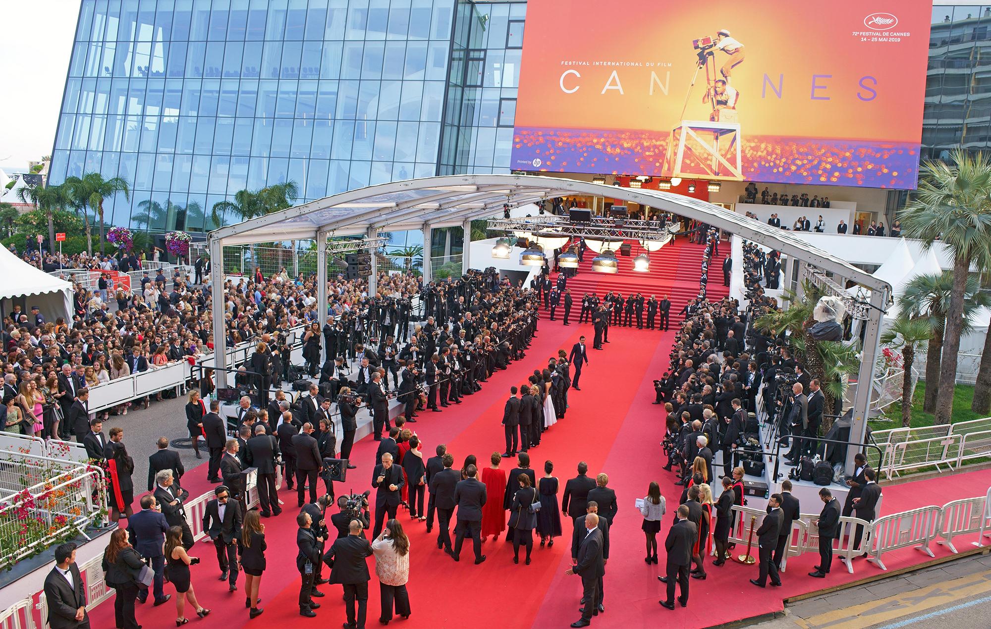 Ertelenen 74. Cannes Film Festivali başladı