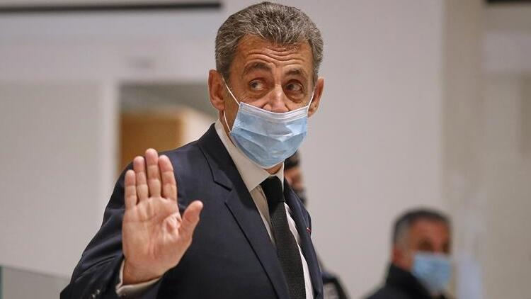 Eski Fransız Cumhurbaşkanı Sarkozy'ye bir yıl hapis cezası
