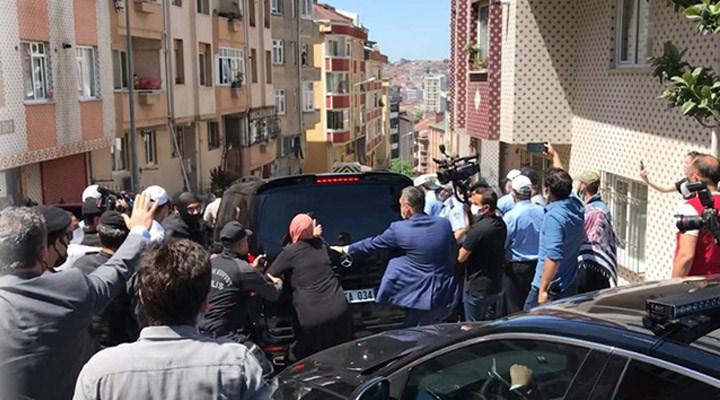 Eyüpsultan'da bir grup, İmamoğlu'nun aracını durdurmaya çalıştı