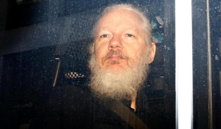 FBI muhbirinden Julian Assange itirafı