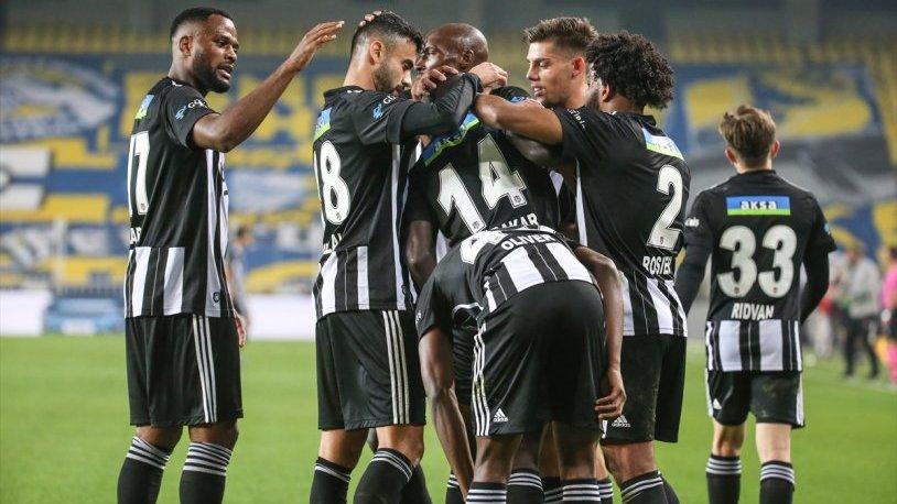 Fenerbahçe sahasında Beşiktaş'a 4-3 yenildi
