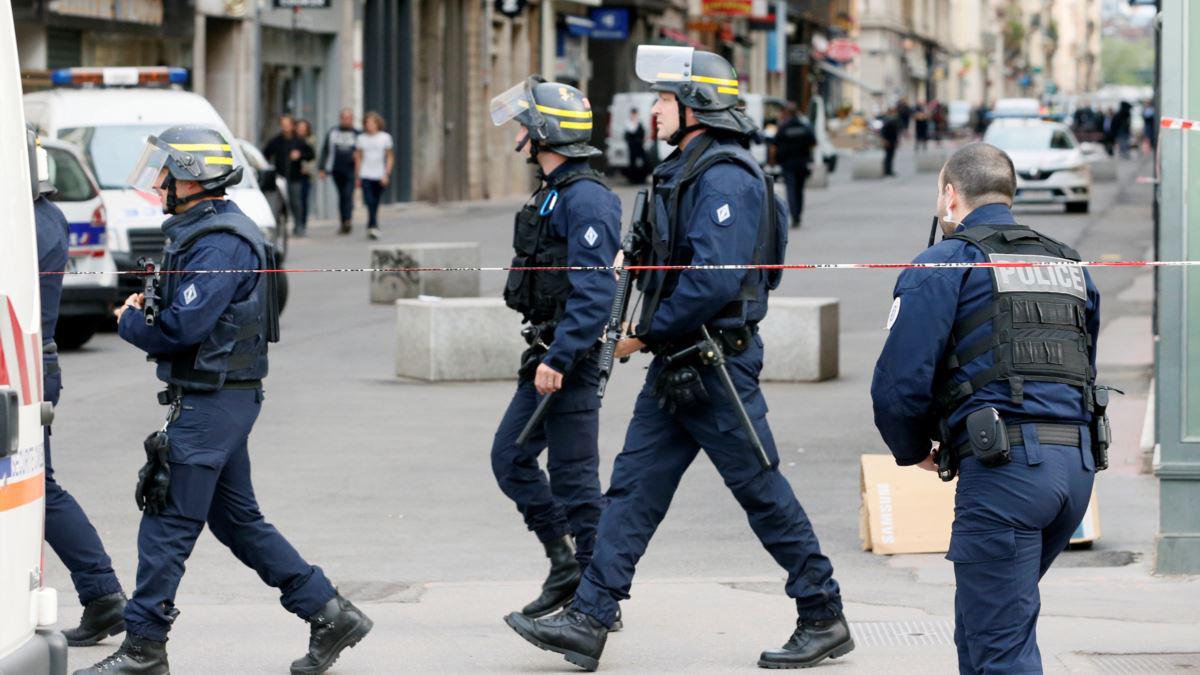 Fransa'da silahlı çatışma: 3 polis öldü, 1 yaralı