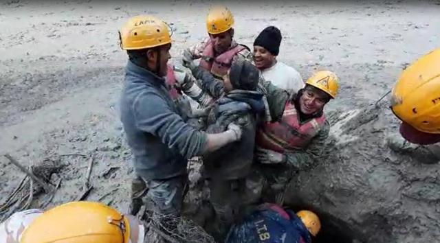 Hindistan'daki buzul felaketi bilançosu: 14 ölü, 150 kayıp