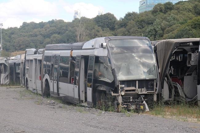 İBB'nin AKP döneminde 65 milyon Avro'ya aldığı metrobüsler garajda çürümüş