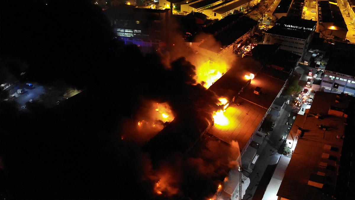 İkitelli Çevre Sanayi Sitesi'nde çıkan yangın söndürüldü