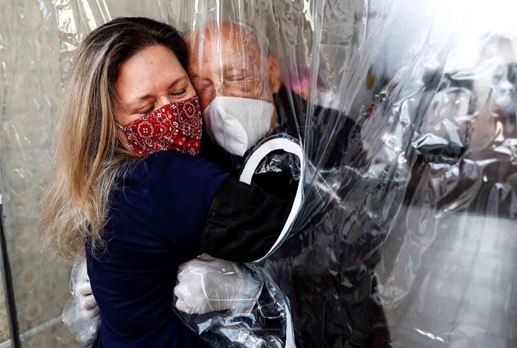 İngiltere'de enfekte oranı yüzde 1.2'ye yaklaştı